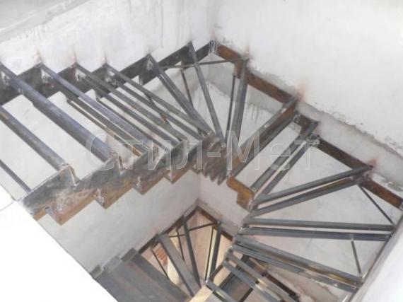 Лестница из металла своими руками с поворотом